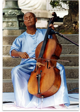 Sri Chinmoy performing on the cello in Kamakura, Japan